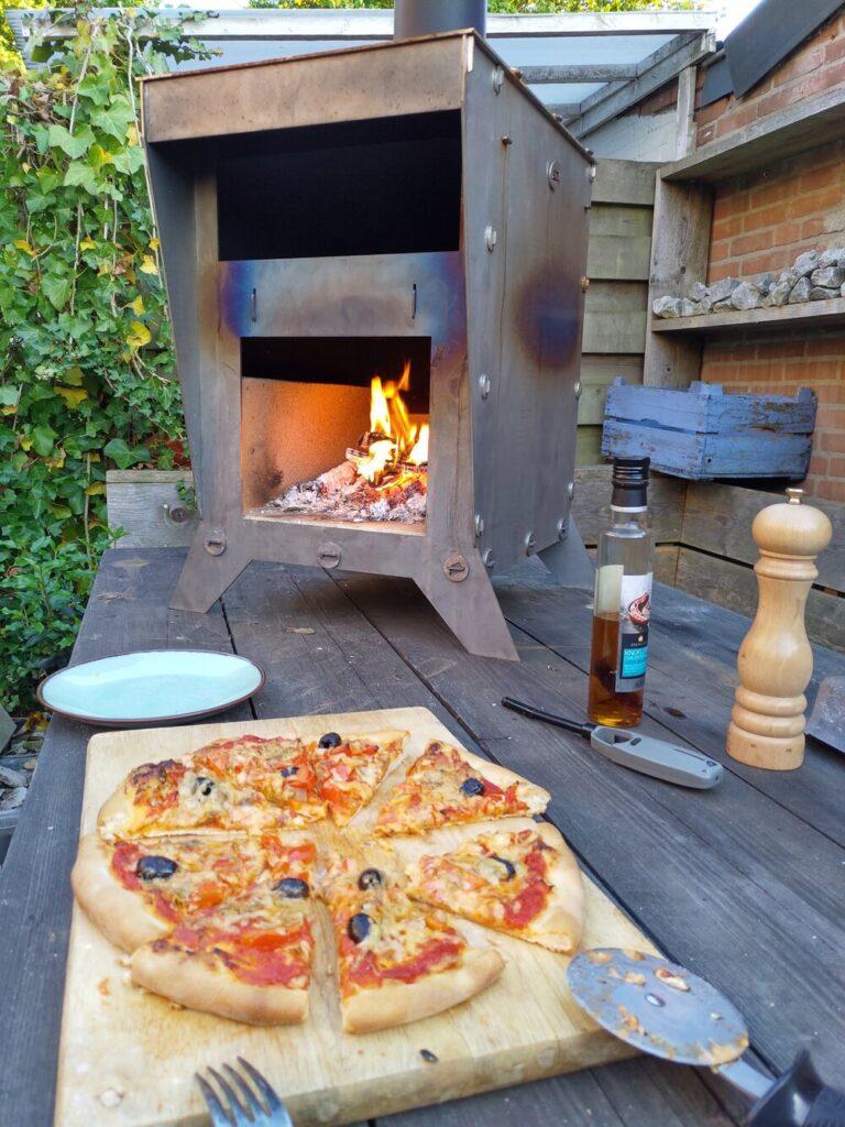 pizza-oven en tuinhaard van corten staal als bouwpakket pizzacosi